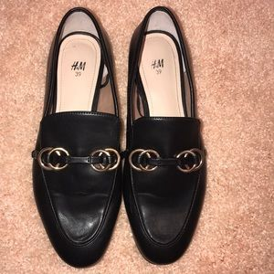 Black and gold flats H&M